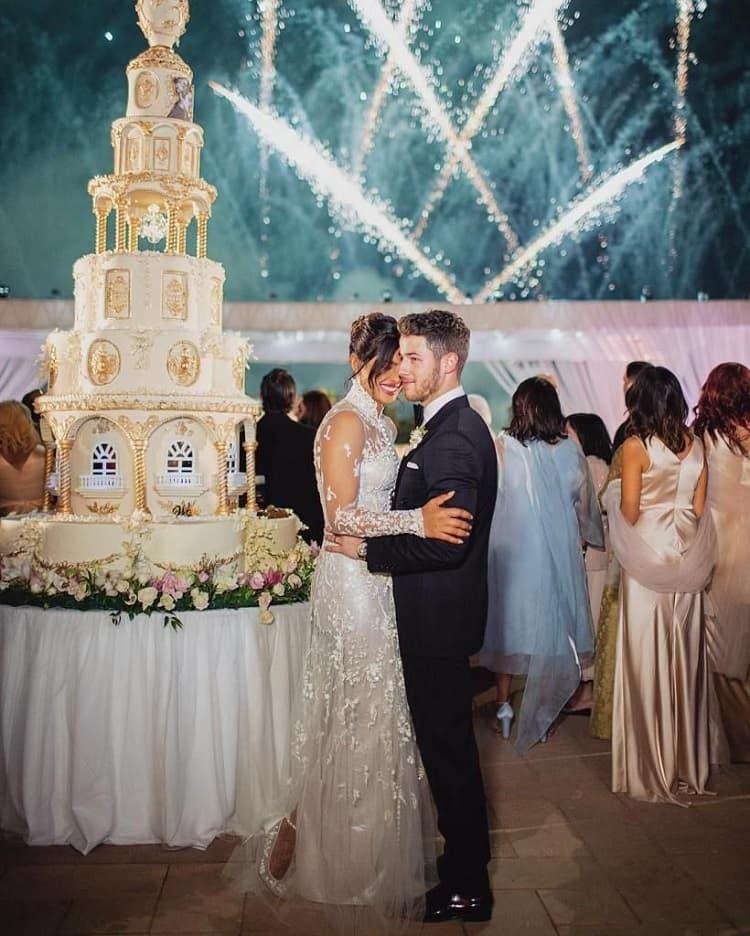 Ник Джонас и Приянка Чопра свадебный торт